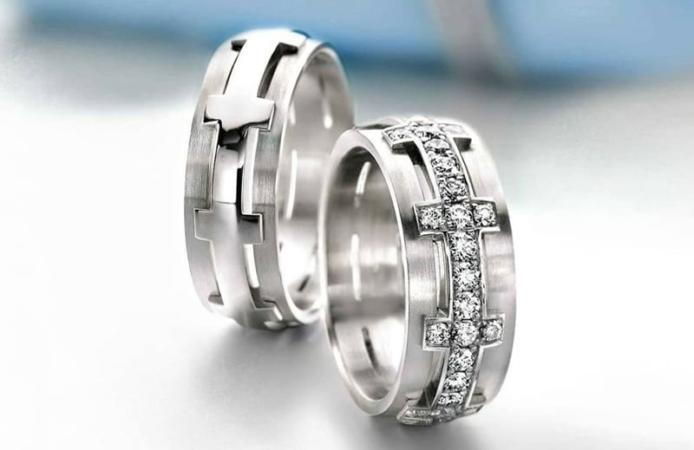 Обручальные кольца: заказать изготовление или купить в магазине?